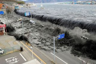 japan-earthquake-tsunami-nuclear-unforgettable-pictures-wave_33291_600x450.jpg